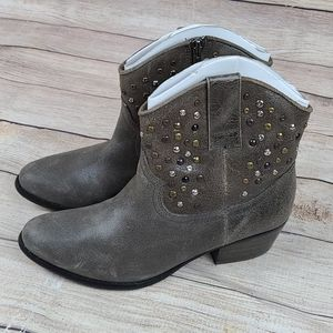 White Mountain nwob distressed studded leather